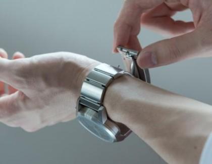 "Sony: crowdfunding per l'orologio smart ""Wena"""