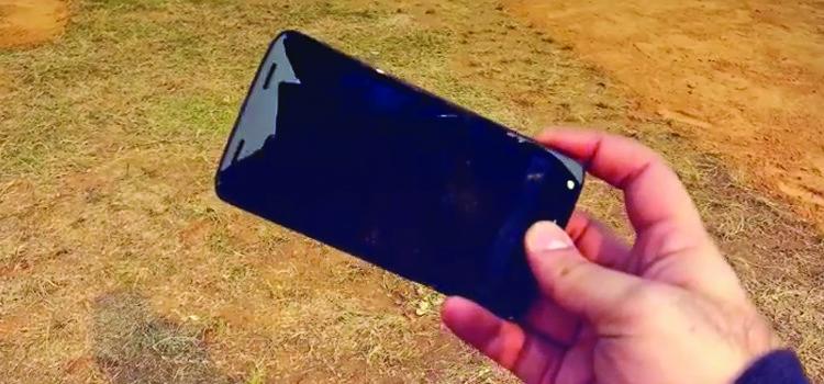 Moto X Force resiste anche ad un volo di 300m | video