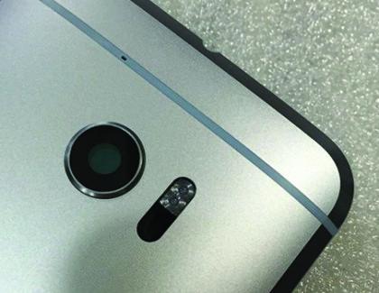 HTC 10: nuove immagini della scocca posteriore