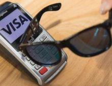 Visa lancia gli occhiali da sole con scheda contactless
