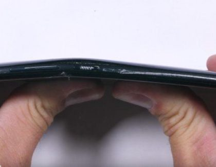 HTC U11 non esce bene dal test di resistenza di Jerry Rig