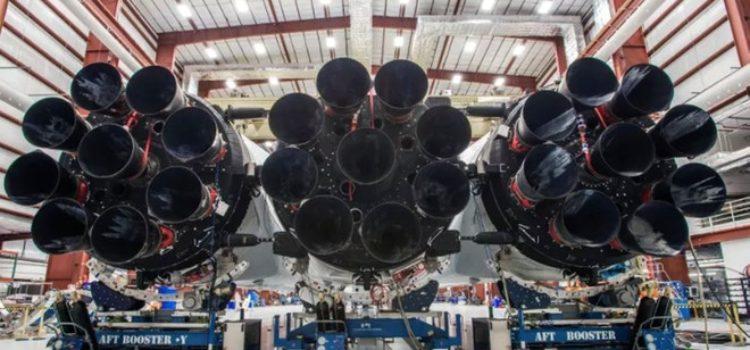 Elon Musk mostra il Falcon Heavy del progetto Space X