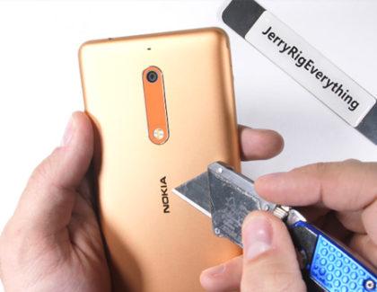 Nokia 5 passa il test di JerryRigEverything, scocca e vetro molto resistenti